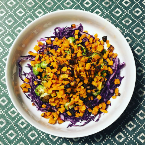 Varm sallad med sötpotatis (AIP, paleo, vegansk)