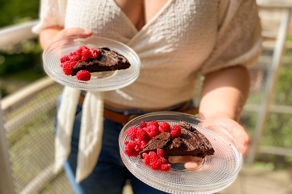 Smarrig vegansk choklad- eller carobkaka